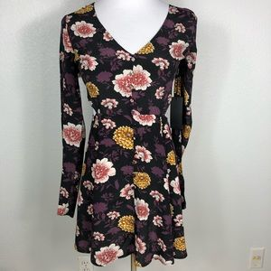 NWT Forever 21 long sleeve dress w bold flowers. M